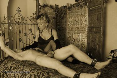 Chastity keyholder uk